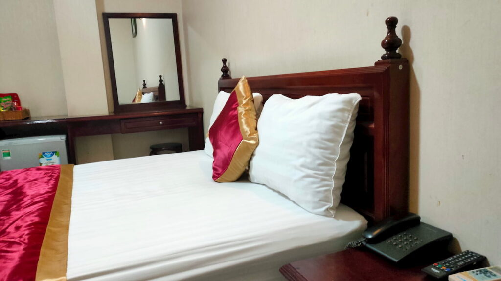 Phòng của khách sạn Tân Phú Gia giá 350.000 đồng