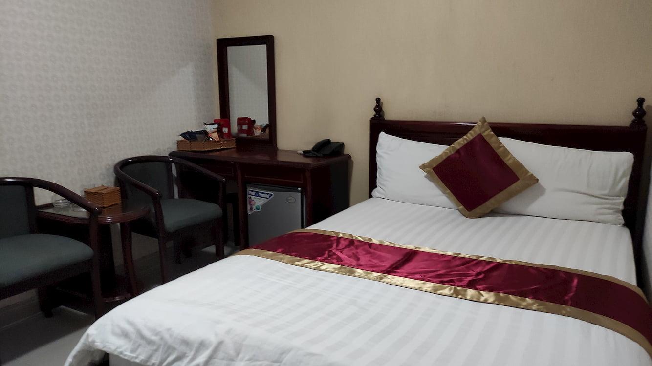 Phòng 300 nghìn khách sạn ở Tân Phú