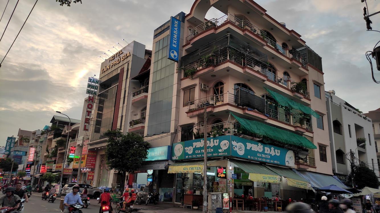 Khám phá xung quanh khách sạn Tân Phú Gia ở Tân Phú